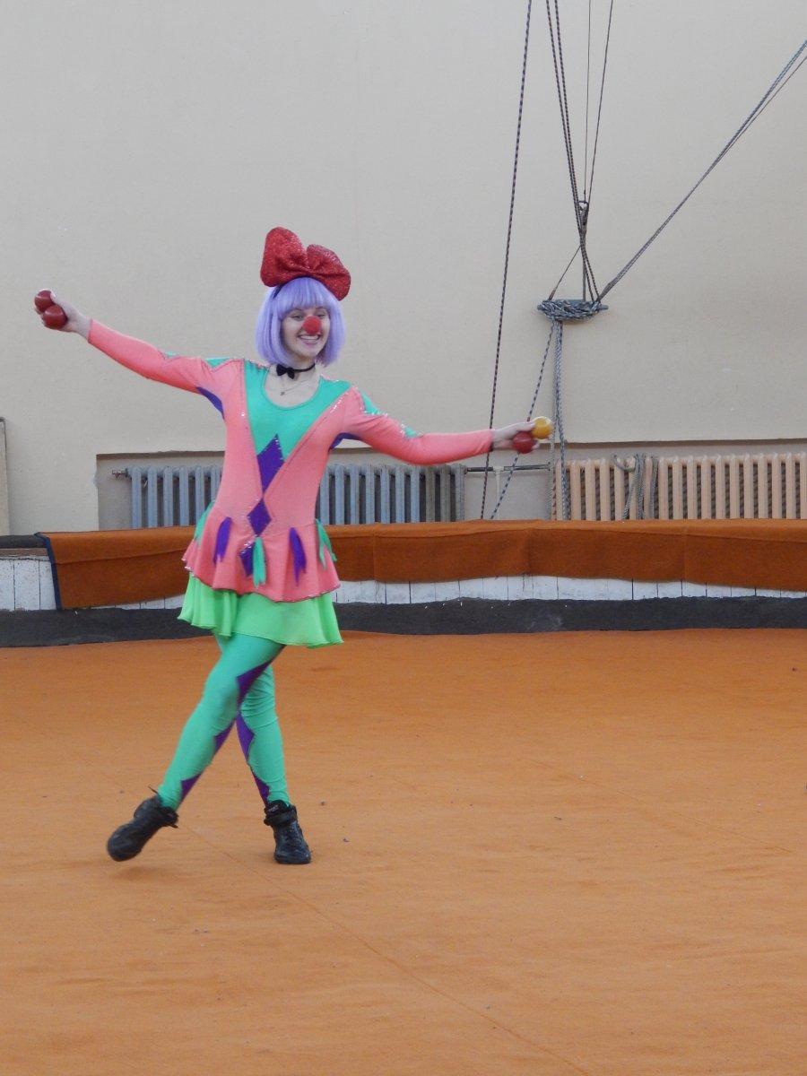 Разминающиеся цирковые акробатки видео, трахнул тян в ванне